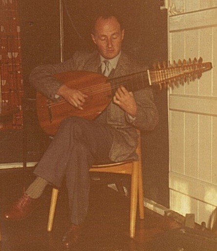 Dupré playing Dowland's My Lady Hundson's Puffe, on the lute (recorded in 1960)
